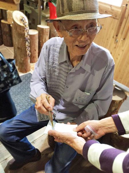 木製ペンのプレゼント